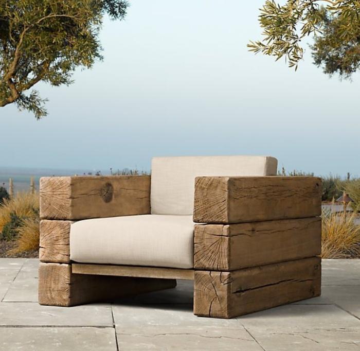 Потрясающие кресло из бревен и мягких накладок, которое можно использовать для обустройства дачного участка.