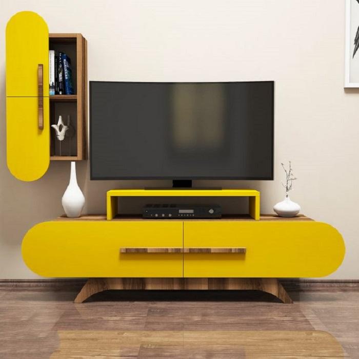 Необычная модульная мебель желтого цвета в зоне для просмотра телевизора.