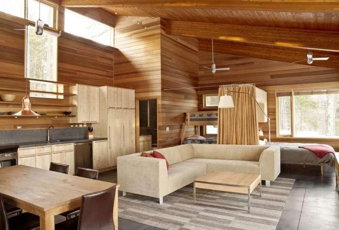 Гостиная, спальня и кухня разместились в одной комнате, что заметно сэкономило пространство.