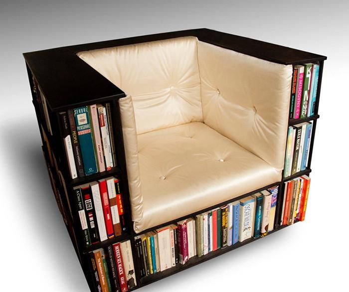 Полки, встроенные в кресло, подходят для тех, кто хочет по-настоящему сэкономить пространство.