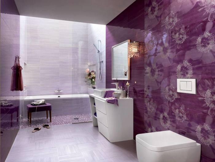Фиолетовая ванная комната – это всегда необычный и богатый дизайн в сочетании со свежими нотками.