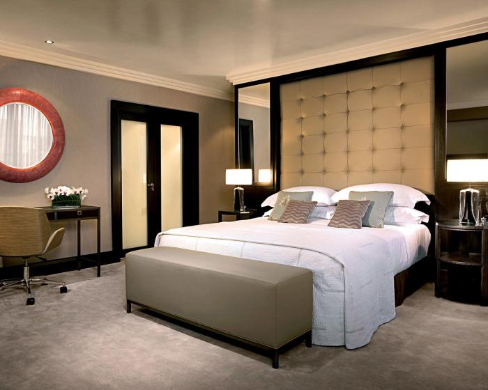Недостаток освещения в спальной комнате можно компенсировать не только освещением, но и правильно подобранной цветовой гаммой.
