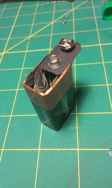 Старые батарейки Duracell можно использовать для хранения небольшой суммы денег.
