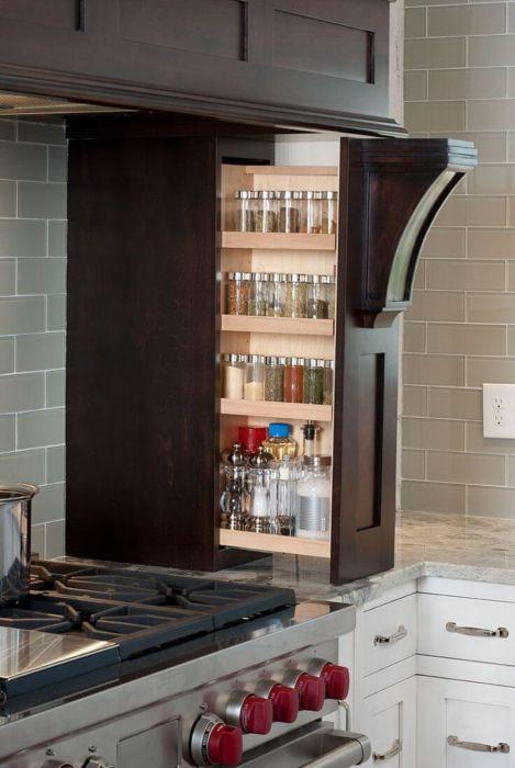 Выдвижной ящик для хранения круп и консервации, который поможет рационально использовать любое свободное пространство даже на небольшой кухонной площади.