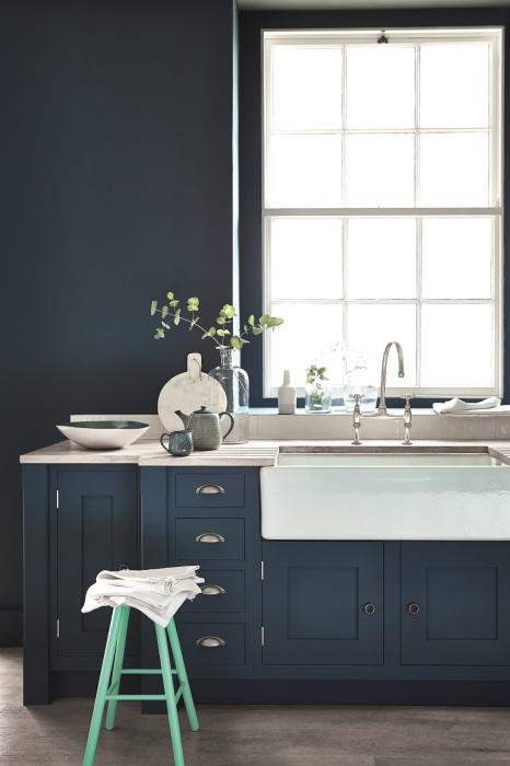 Оригинальный дизайн современной кухни в минималистском стиле.