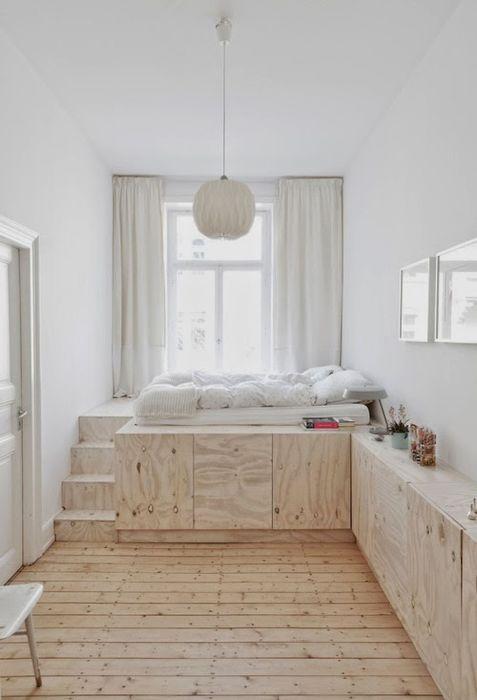 Удобная кровать на подиуме с выдвижными ящичками - комфортное, практичное и удобное решение.
