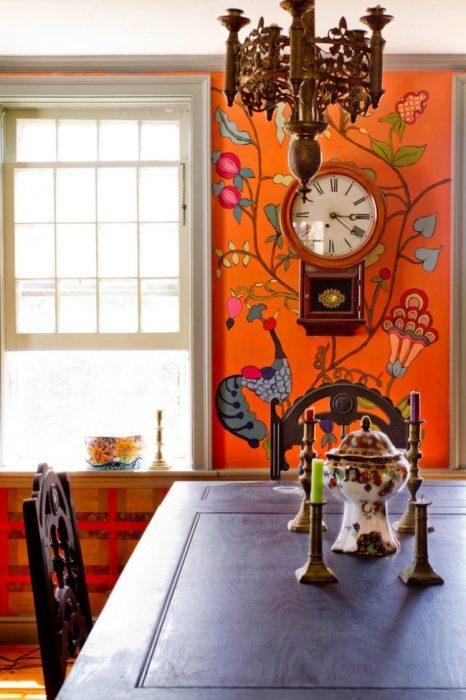 Яркое настенное живописное произведение декоративного характера.
