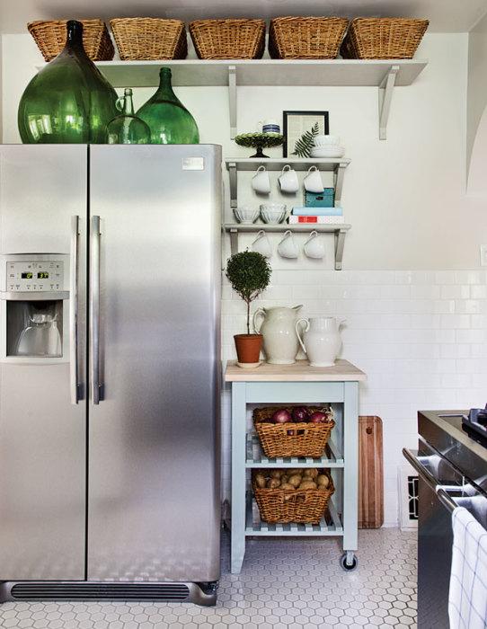 Полезная и оригинальная идея экономии пространства на кухне.