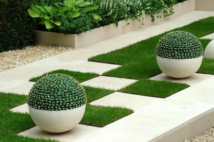 Декоративные цветы в керамических кашпо, которые придутся вам по вкусу.