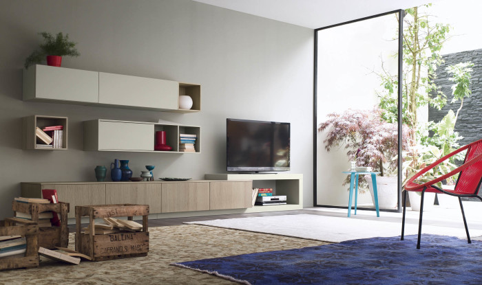 Правильное сочетание пластиковых и деревянных материалов в зоне для просмотра телевизора.