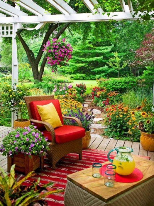 Аромат витончених квітів і рослин створює дивно святкову атмосферу і має в своєму розпорядженні до зняття напруги.