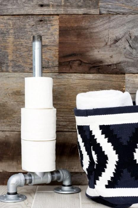 Нестандартный держатель для туалетной бумаги, который отлично подойдет для современного интерьера.