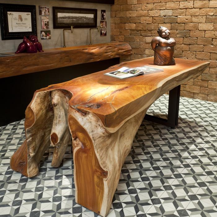 Стол из спила дерева – оригинальный вариант для домашнего и дачного интерьера.