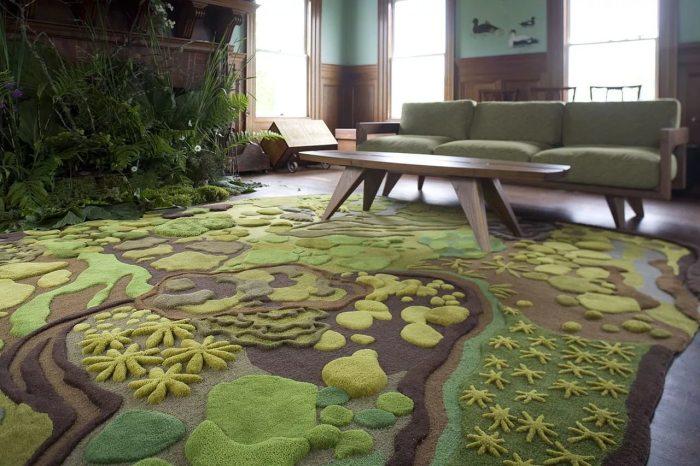 Необыкновенный коврик для гостиной комнаты, идеально выписывающийся в растительную тематику.