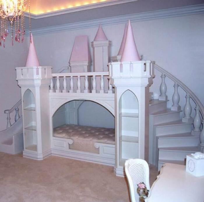 Кровать-замок, которая станет отличным решением для детской комнаты.