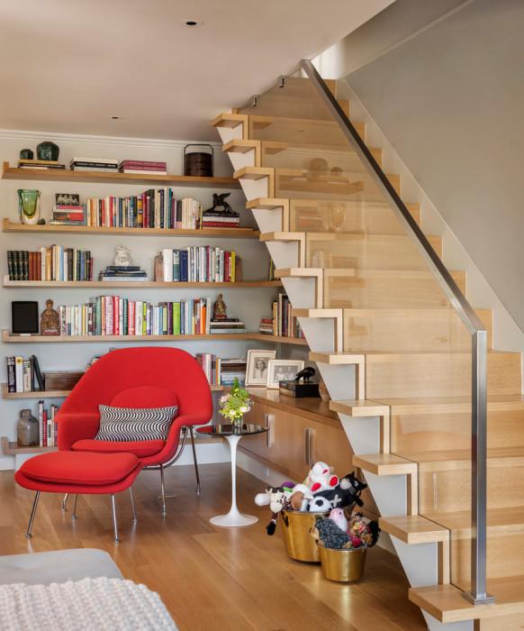 Традиционная междуэтажная конструкция, которая крепится к несущей стене специальными крепежными элементами.