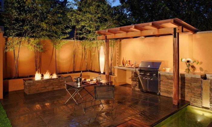Даже на территории небольшого дачного участка можно компактно, но при этом безопасно разместить необходимые атрибуты для приготовления пищи на огне.