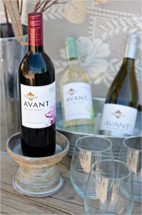 Глиняный горшок может стать отличной подставкой для дорогого вина.