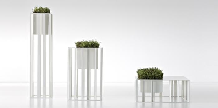 Ультрасовременные поддоны для комнатных растений, которые идеально впишутся в светлый интерьер комнаты.
