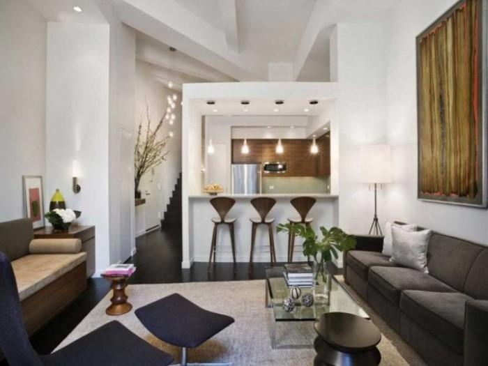 Барная стойка, расположенная в гостиной комнате, - отличная идея для малогабаритной квартиры.