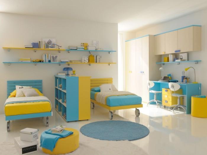 Бирюзово-желтая расцветка мебели может значительно разнообразить интерьер детской.