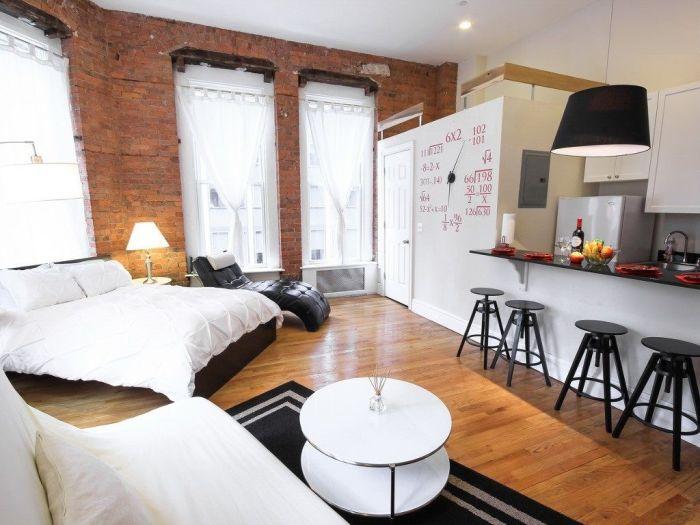 Идеальное совмещение кухни и спальной комнаты в одном помещении малогабаритной квартиры.