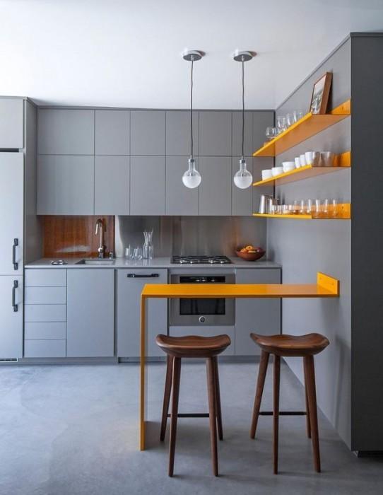 Необычное сочетание серого и желтого цвета предаст кухне загадочности.