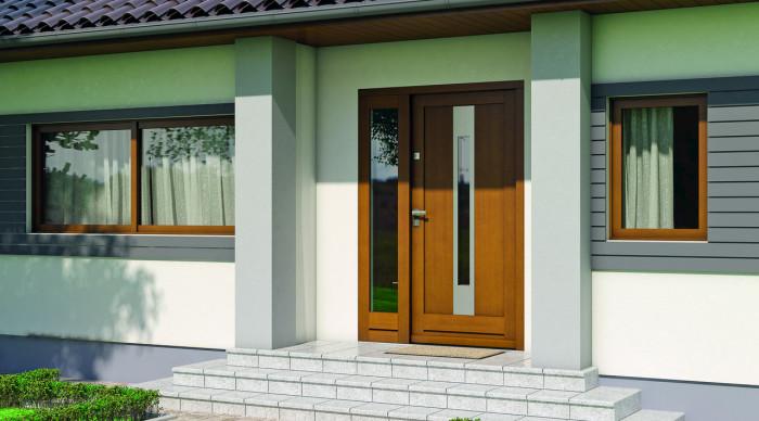 Стильная дверь, идеально гармонирующая с фасадом здания.