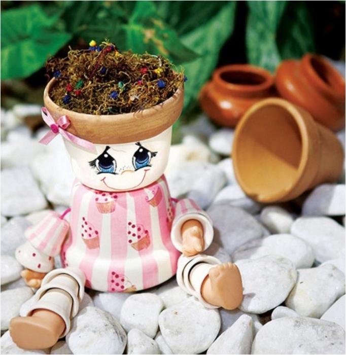 Игрушка, сделанная из маленьких глиняных горшочков своими руками.
