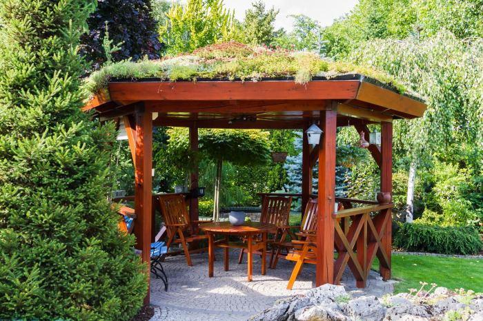 Симпатичная деревянная беседка: в гармонии с окружающей природой.