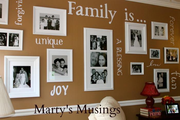 Семейным фотографиям больше не место в альбомах.