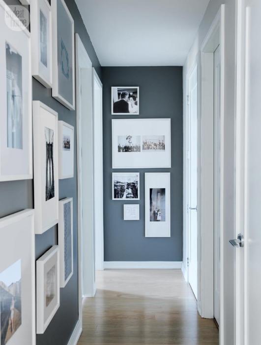 Стены коридора могут стать отличным местом для галереи.