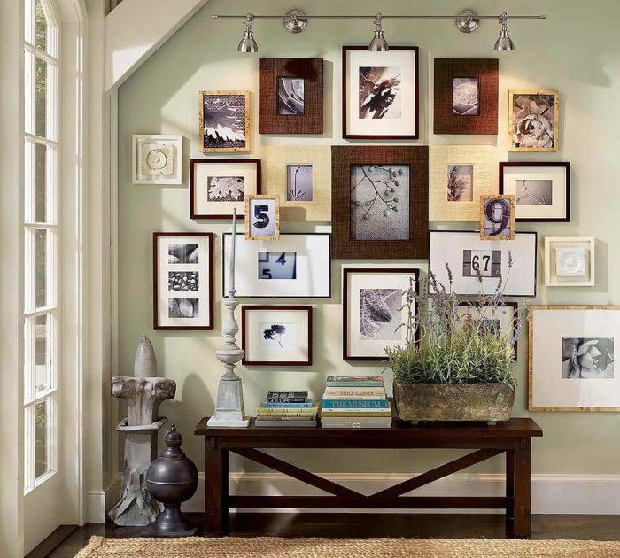 Настенная галерея отлично гармонирующие с интерьером гостиной комнаты.