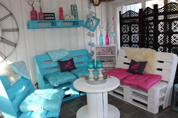 Из поддона можно сделать не только мебель, но аксессуары для дачного участка.