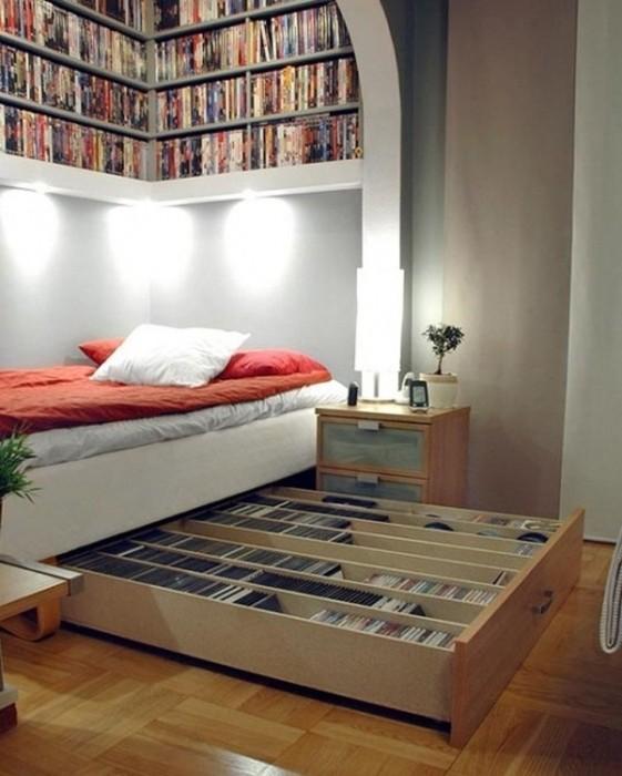 Кровать с выдвижным ящиком станет незаменимой частью спальной комнаты в минималистском стиле.