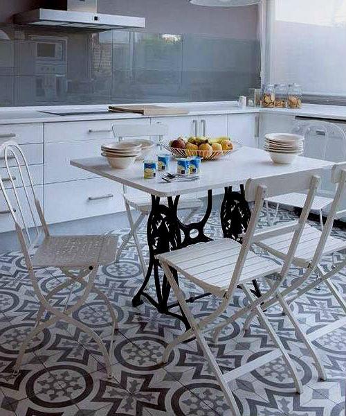 Классический обеденный стол из основания для швейной машинки «ZINGER».
