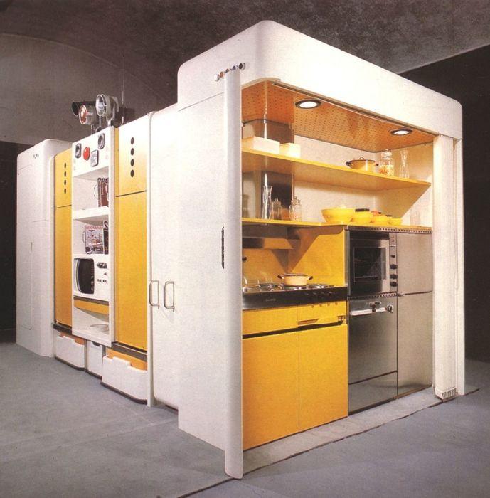 Трендовая корпусная конструкция, в которой располагается кухонный гарнитур.