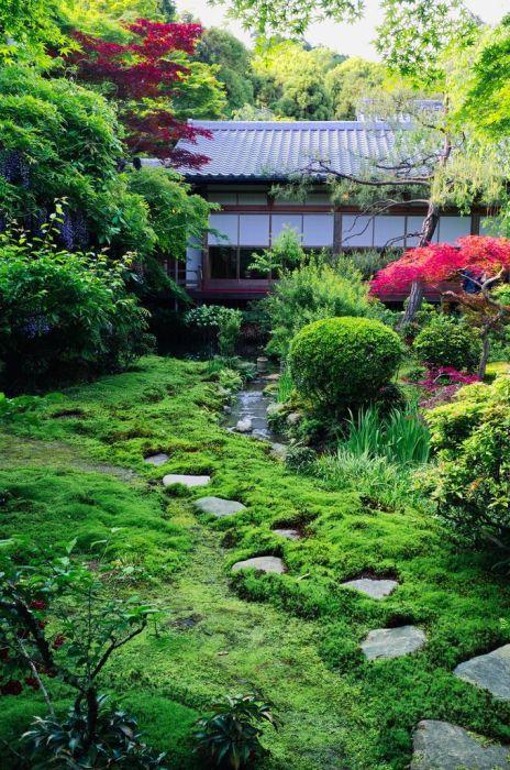Японский ландшафтный сад отличается простотой форм и утонченностью линий.