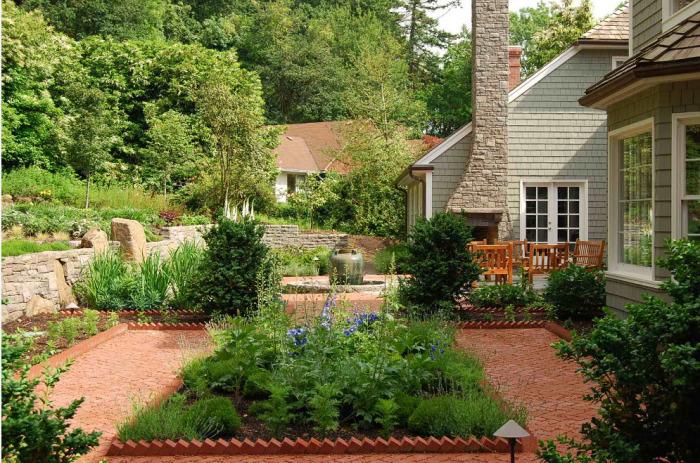 Озеленение формирует архитектурно-художественный облик и улучшает микроклимат садового участка.