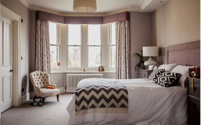 Светлая спальная комната - отличное решение для зрительного расширения пространства.
