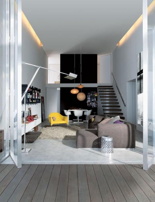 Спальное место на втором этаже позволит значительно сэкономить пространство в маленькой квартире.