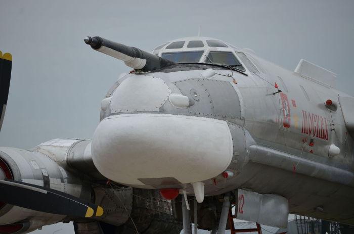 Носовая часть фюзеляжа турбовинтового стратегического бомбардировщика Ту-95.