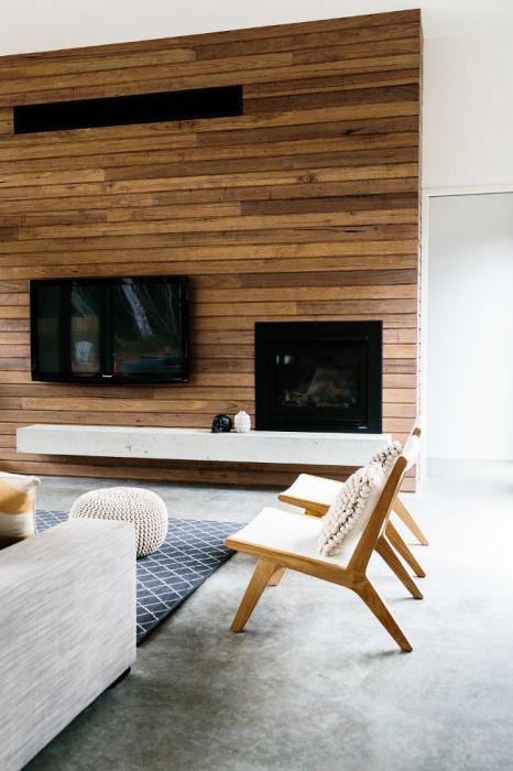 Деревянная панель будет отлично смотреться в зоне для просмотра телевизора.