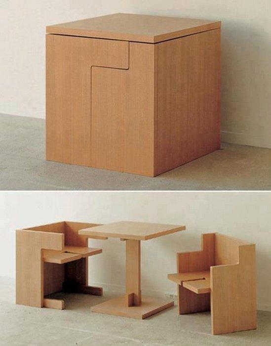 Несколькими движениями большой деревянный кубик превращается в удобную детскую мебель.