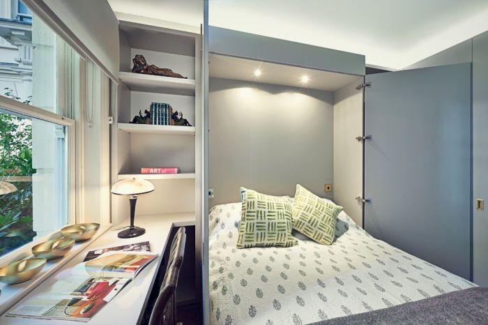 Кровать-трансформер, которая прячется в шкафу позволит сэкономит свободное пространство в малогабаритной спальной комнате.