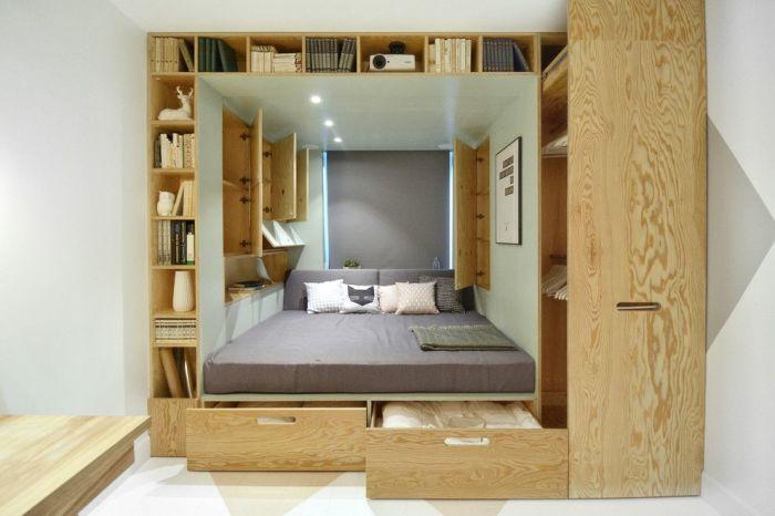 Мебельный трансформер, который объединяет кровать и множество ящиков — это идеальный вариант для малогабаритной квартиры.
