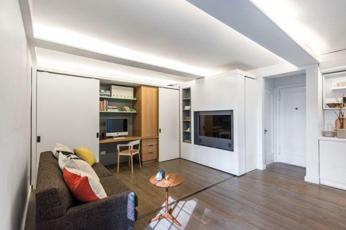 Шкаф-купе для малогабаритных квартир, в котором можно легко скрыть небольшой офис.