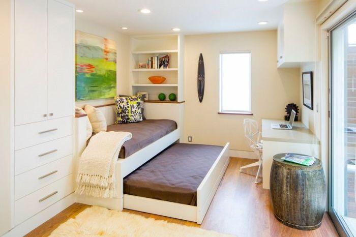 Детский диван-трансформер, который раскладывается в просторную кровать.