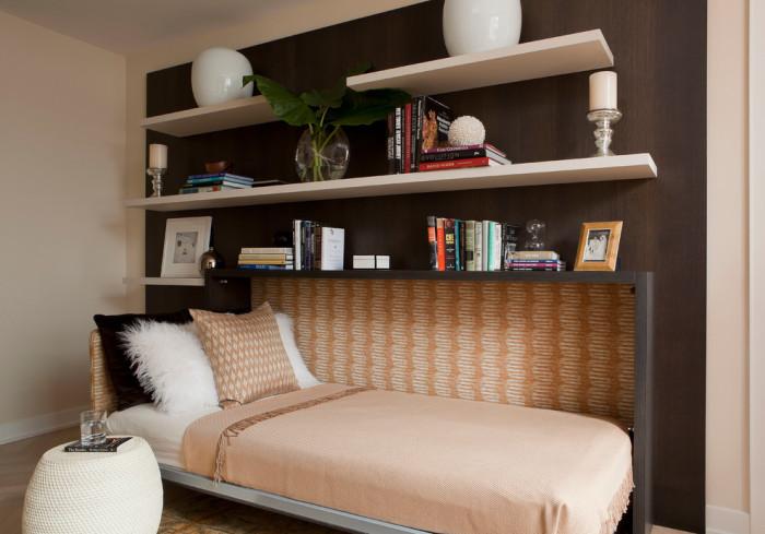 Односпальная кровать-трансформер, которая складывается параллельно стене.