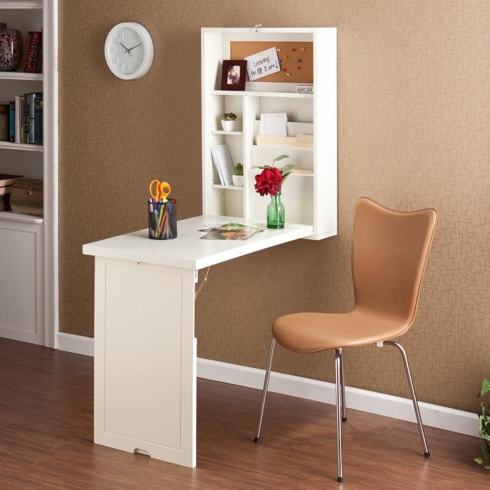 Шкаф, трансформирующийся в стол, - настоящая находка для владельцев однокомнатной квартиры.